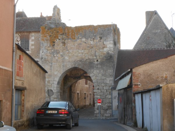Jolie bourgade fortifiée, du 12ème siècle