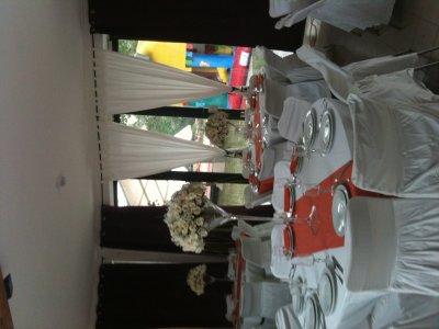 """Décoration de salle avec vase """"martini"""" + fleur fraiche, 0658031837 pour plus de renseignements ."""