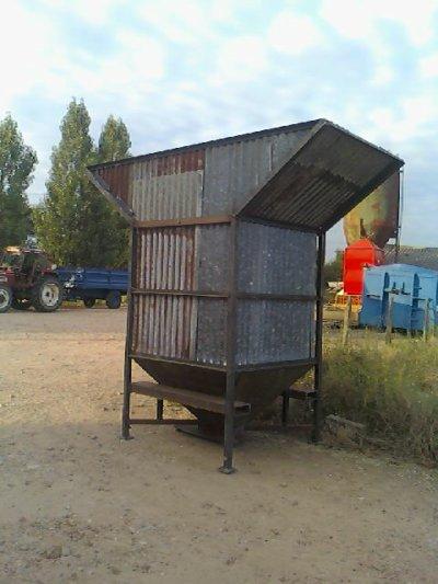 petit silo fai maison par louvriet de la ferme