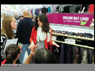 Selena Gomez dream out land