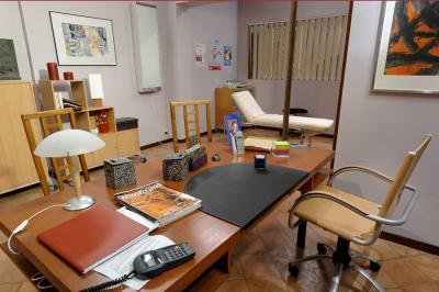 Le bureau du cabinet médical plus belle la vie plus moderne
