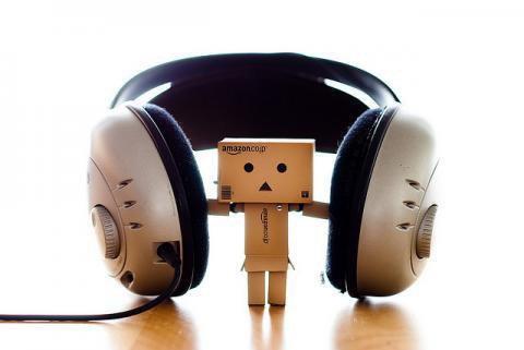 Danbo écoute de la musique