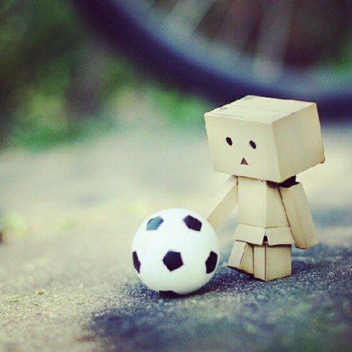 Danbo joue au foot