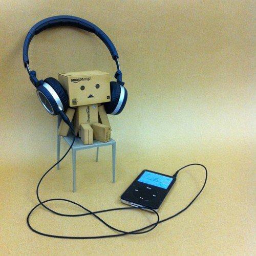 Danbo écoute son iPod