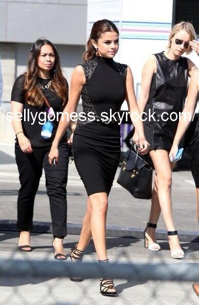 Selena arrivait au Young Hollywood Awards le: 01/08/13.
