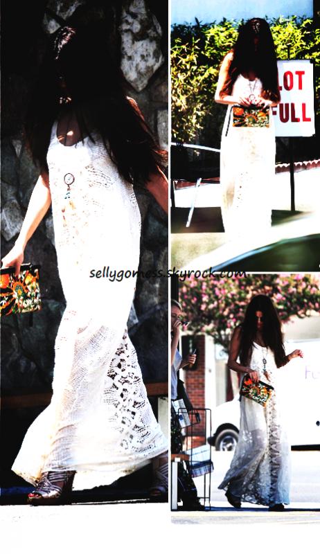 Selena se rendant au restaurant de sushi le: 01/08/13.