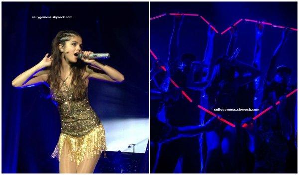 Le 17/08/13 Stars Dance Tour à Edmonton ( Canada ) 3ème concert. Je n'ai pas trouver les photos du second concert ! Excusez-moi !