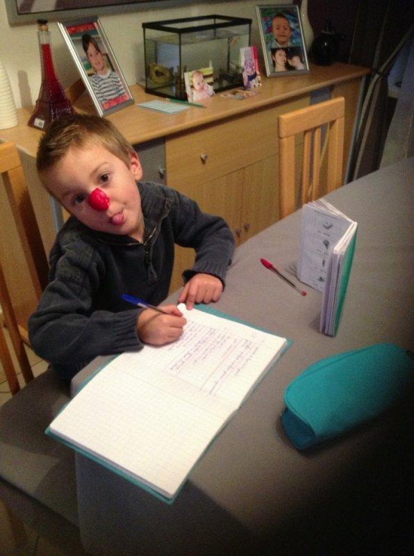 A la maison pas de bonnet d'âne mais le nez de clown est de rigueur pour se détendre  ;)
