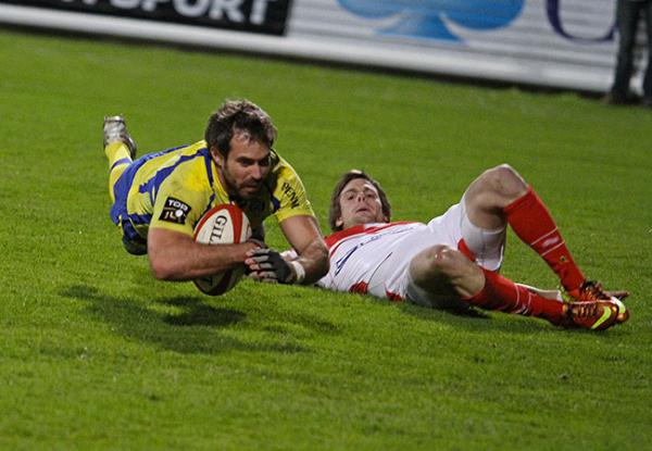 Clermont laisse passer sa chance contre Biarritz 32 à 28