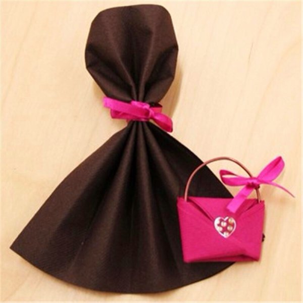 robe de soirée et son sac à main - blog de pliageserviette