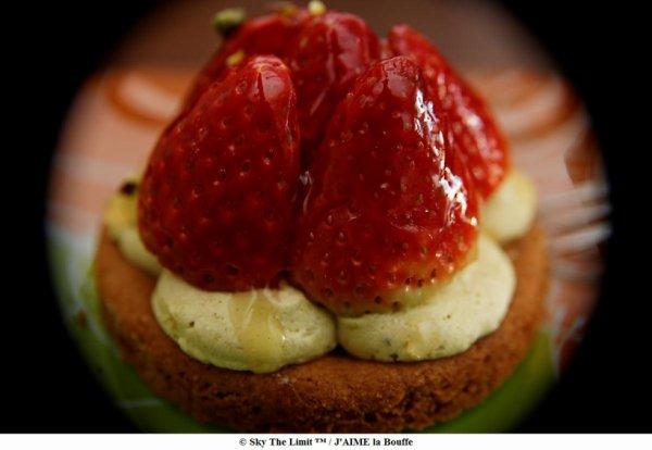 tarte fraise / pistache sur biscuit sablé