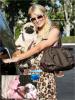 Rubrique : NEWS DOG !  People : Paris Hilton & .... (son chien)    Paris Hilton a été vu se promenant avec un nouveau chien, à telle déjà remplacer son autre chien ? On dirais bien ...  Paris à quand un nouveau chien après celui là, il va bien en avoir un autre ? C'est tout beau tout rose les premiers jours mais après c'est plus pareil. Paris à même demander sur Twitter de l'aide 'à ses fans' pour lui choisir un nom, une idée ?