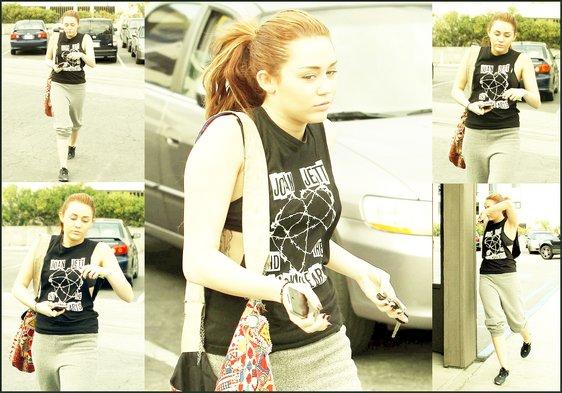 . .» Miley Cyrus ce 14 mars .  Plutôt TOP ou FLOP ?  ..
