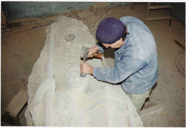 Entre Pierres et Statue du Jouteurs inconnu