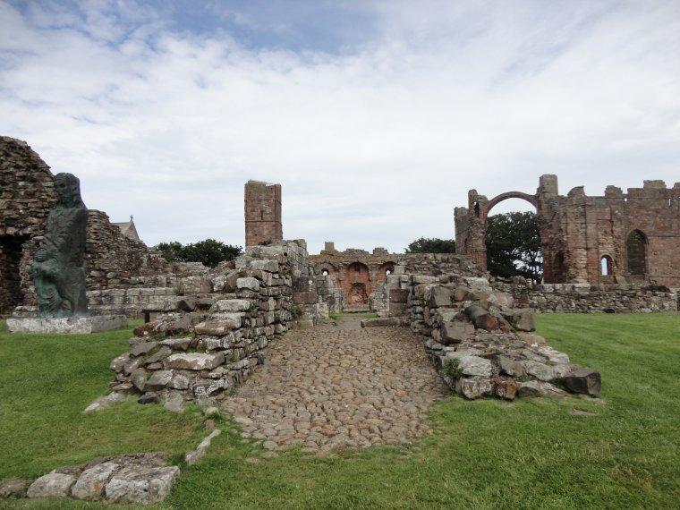Entres Pierres et Lindisfarme