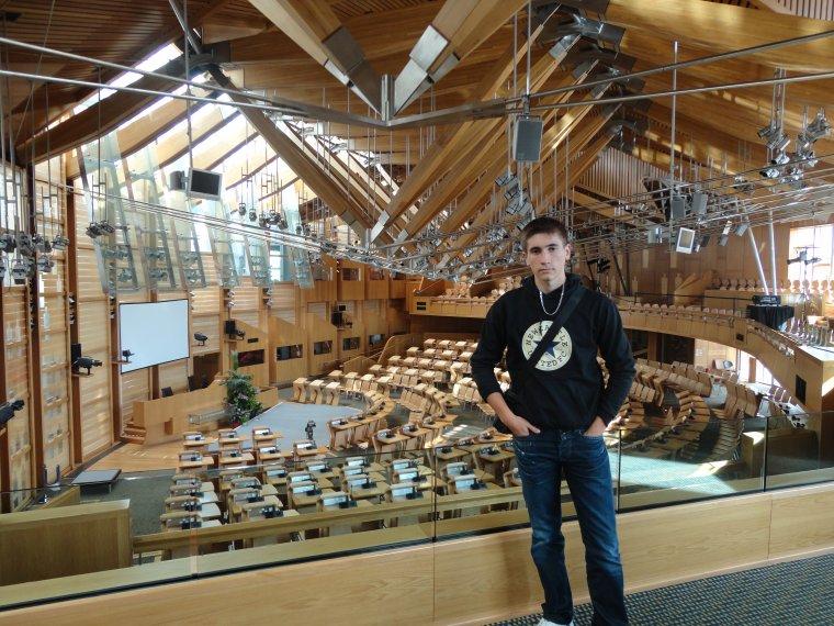 Entre Pierres Structure et Parlement