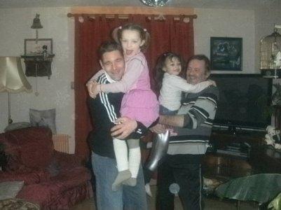 mon pere ,mes 2 filles et mon homme