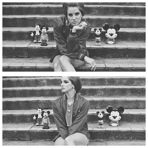 ________DEL-REY.SKYROCK ● _Ta source d'actualité sur la magnifique Lana Del Rey. ___________Viens suivre les news quotidiennes de la talentueuse interprète/compositrice Lana Del Rey à travers différentscandids, interviews, ___________photoshoots, events...