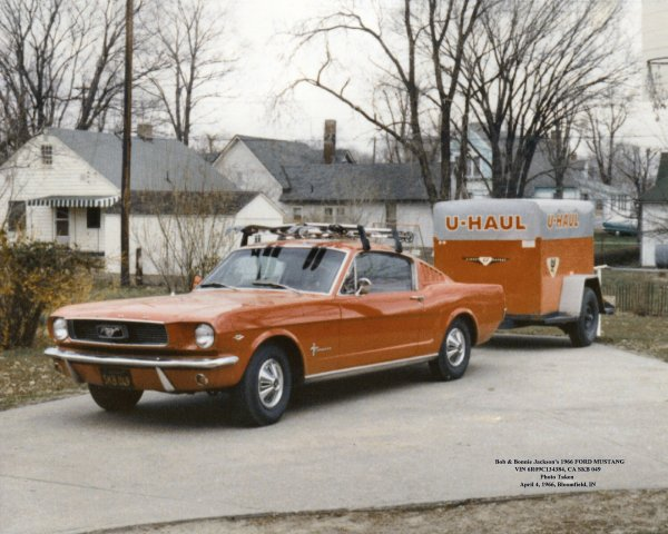 Un Fast back Mustang & sa remorque ( rare)