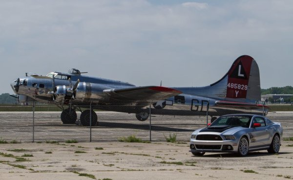 MUSTANG AND PLANES