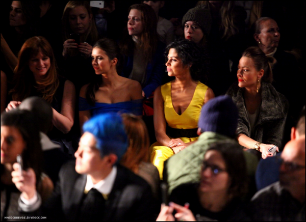 .  11.02 Nina au Monique Lhuillier - Front Row - Automne 2012 Fashion Week .