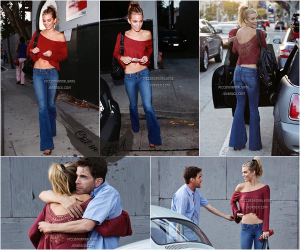Le 30 Septembre, AnnaLynne était avec un ami avec qui elle a été photographiée à Melrose Avenue à Los Angeles. Je trouve son petit haut rouge trop beau, il lui va à ravir, par contre je n'aime pas du tout son pantalon .. Un petit top.