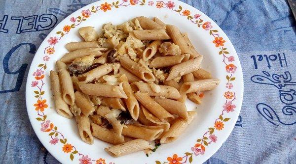 Poêlée de pâtes complètes...champignons...poisson blanc...