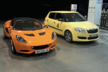 ma voiture à côté de la lotus