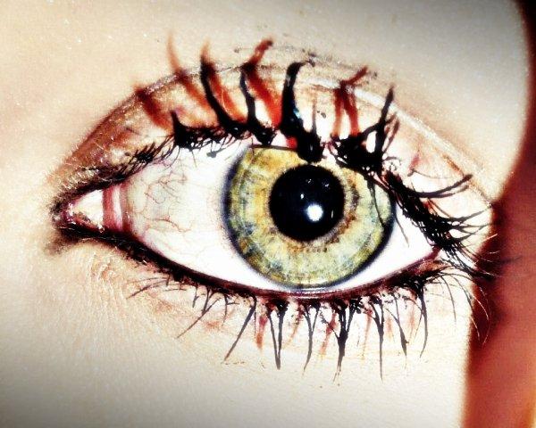 Retiens tes larmes ; Pleur que pour les vraies chagrin ♥`