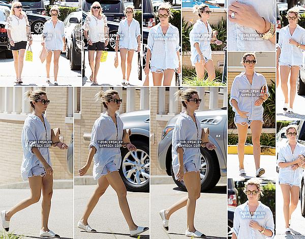 Le 8 Juillet: Ashley s'est rendu au Spa Belle Visage à Studio City.