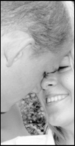 Aime-moi sans règles et sans limites, sans obstacles ni sacrifices car le bonheur de demain n'existe pas.Le bonheur c'est tout de suite ou jamais .