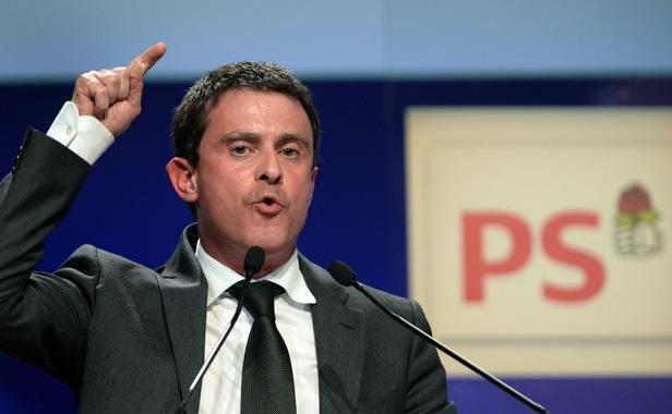 """Européennes: Valls appelle à """"ne pas laisser le terrain à l'extrême droite"""""""
