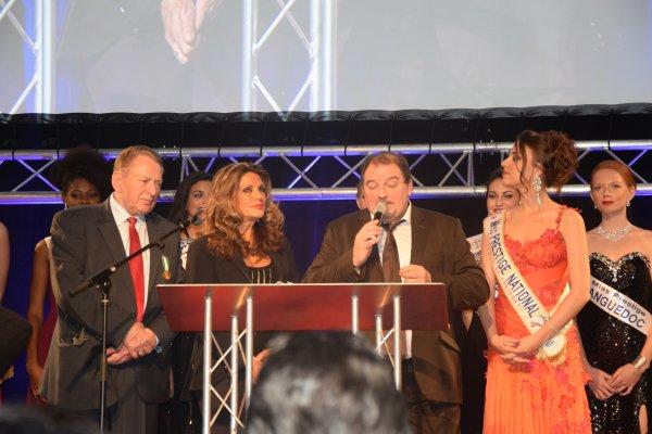 V½ux de Monsieur le Maire avec les candidates de Miss Prestige National