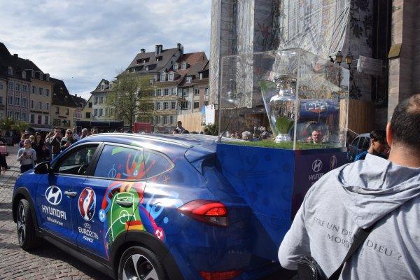 UEFA Euro 2016 - Arrivée du trophée à la Place de la Réunion