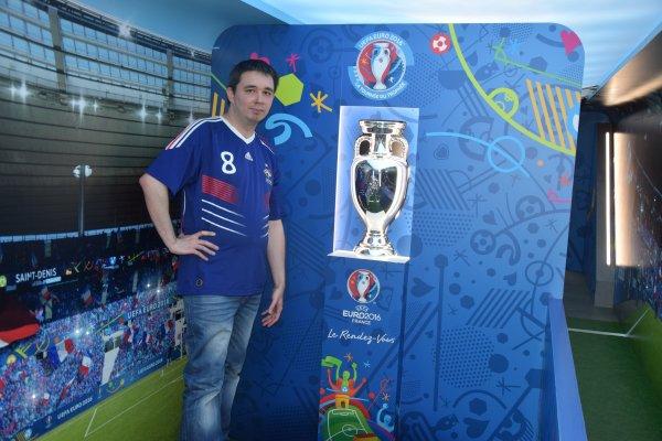 UEFA Euro 2016 - Wagon avec le trophée