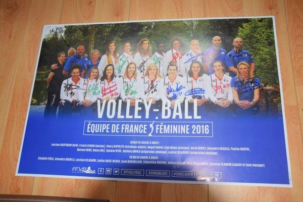 Poster dédicacé par toutes les joueuses de l'équipe de France féminine de Volley-Ball et le staff.