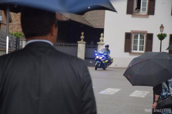 L'arrivée du Prince Albert de Monaco sous bonne escorte
