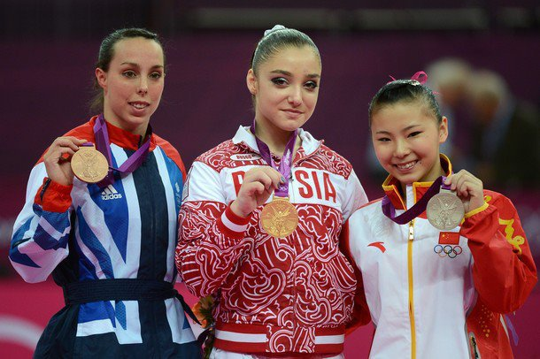 MustafiNa Championne Olympique Aux Barres !