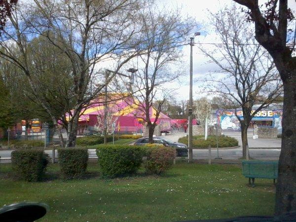 Lors d'un court passage à Pontivy, le Cirque MEDRANO.