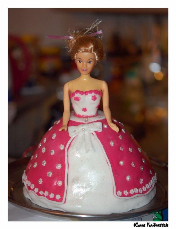 La poupée Barbie en gateaux  Alors une poupée Barbie pour une petite princesse