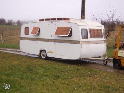 une belle notin de 6m de 1977 caravane ode la caravane. Black Bedroom Furniture Sets. Home Design Ideas