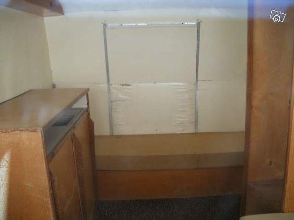 une gerard moins ronde et restaurer caravane ode la caravane. Black Bedroom Furniture Sets. Home Design Ideas