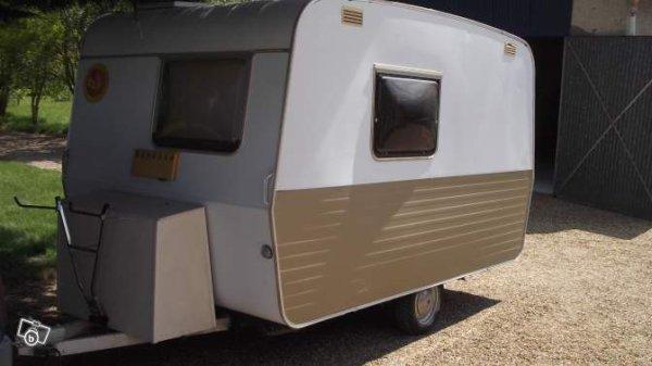 ce mod le sterckeman tait alors le haut de gamme de la marque caravane ode la caravane. Black Bedroom Furniture Sets. Home Design Ideas
