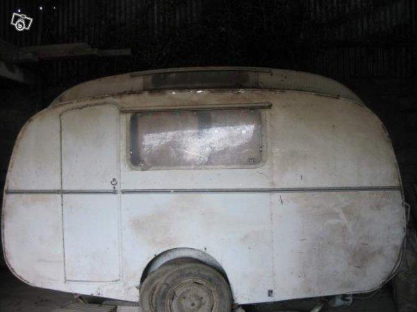 a vendre sur leboncoin sans marque pour moi c 39 est une camus une seule porte caravane. Black Bedroom Furniture Sets. Home Design Ideas