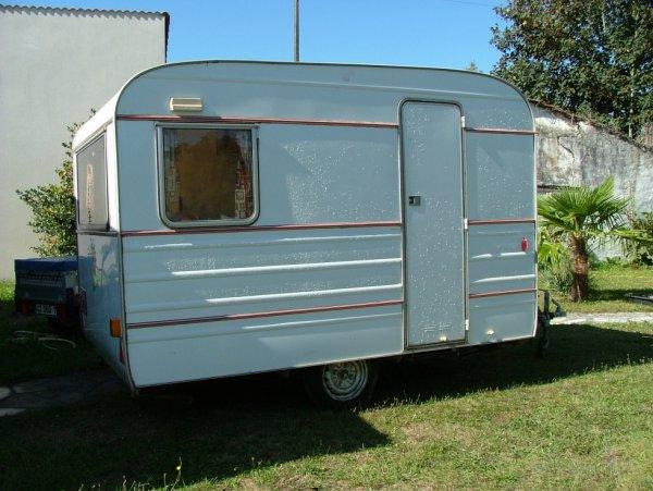 finalement n 39 a t elle pas belle allure la tesserault 310 l caravane ode la caravane. Black Bedroom Furniture Sets. Home Design Ideas