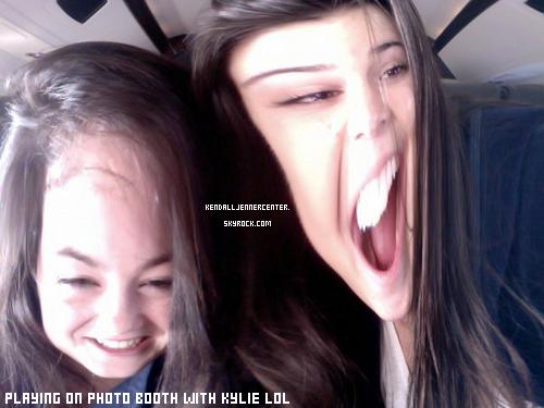 TWITTER : Kendall a posté une nouvelle photo d'elle et Kylie lol.  Et toi ? Tu les trouve comment ?