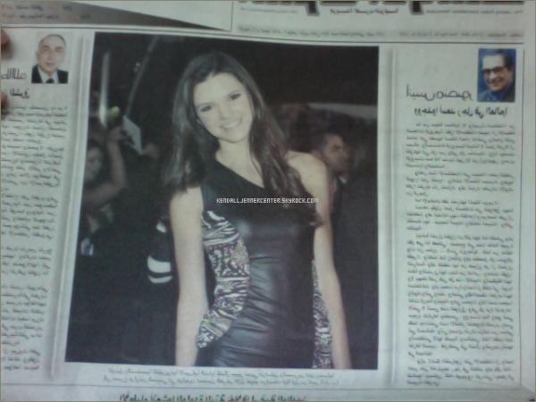 NEWS :  Kendall dans le journal arabe Saudi. Cette photo date de l'avant première de Burlesque  Et toi ? Tu la trouve comment ? Kendall est sublime (: