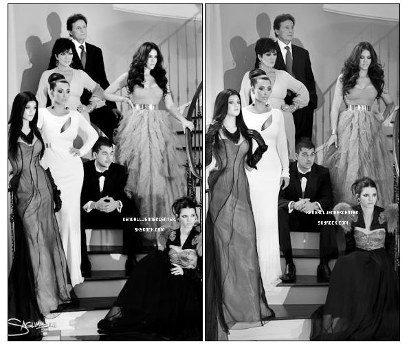 PHOTOSHOOT :  Carte de Noël Kardashian~Jenner.  Que penses-tu de ce photoshoot ? Magnifique (: mais un max photoshopée ^^