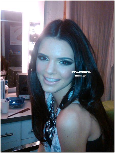 PHOTOSHOOT/BEHIND SCENES :  Une photo de Kendall sur le set d'un nouveau photoshoot avec Nick Saglimbeni.   Ton avis ? Comment trouves-tu Kendall ? Es-tu préssé de voir le nouveau photoshoot ?