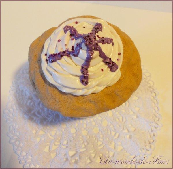 Cinq-cent-vingt-et-unième objet:   Boite a bijoux Cupcake!